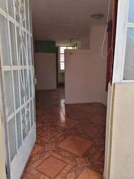 Alquilo cuarto baño privado 3er piso a  3 cdras muni los olivos