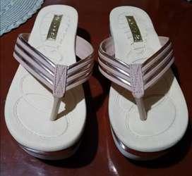 Sandalias Nuevas beige con dorado