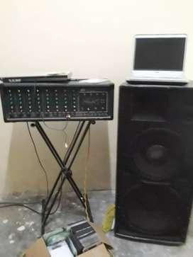Amplificador peavy 600 watts más 2 cajas pasivas con parlantes de 15 y 18