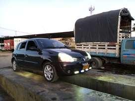 Vendo hermoso Clio modelo 2009 el carro está en perfectas condiciones muy bueno de todo a todo