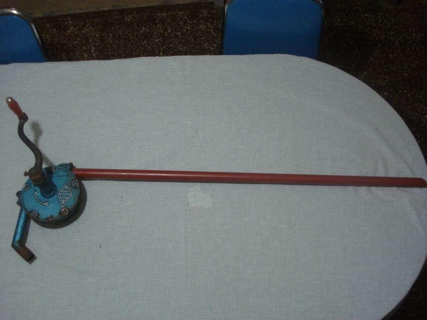 bomba para tachos de aceite (antigua) 0