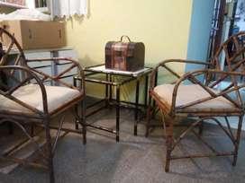 Vendo dos sillones caña y mesas