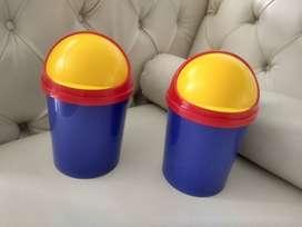 2 pequeñas Canecas basureras RIMAX