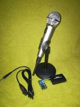 Micrófono inalámbrico con base