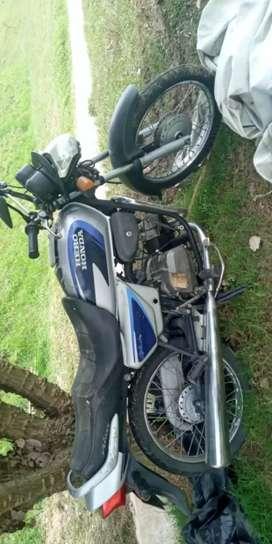 Vendo moto para arreglo o repuestos