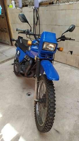 Moto Suzuki TS 185 en perfecto estado, y  funcionamiento 10/10, año 2005 papeles al día.