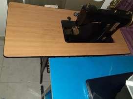 Maquina de escribir con mueble antigua