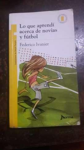 """Libro """"lo que aprendi acerca de novias y futbol """""""