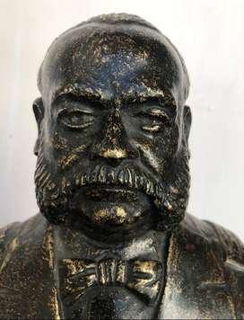 Busto en bronce de Miguel Grau