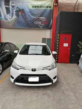 Vento Toyota Yaris 2017 Blanco