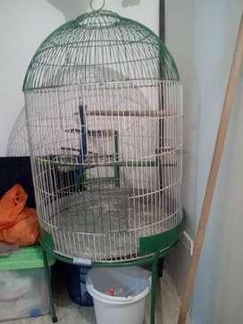 Se vende jaula grande para aves !