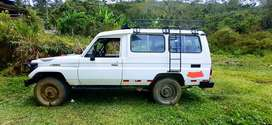 "Toyota Land Cruiser ""troop carrier"" 2002"