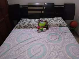 Linda cama doble con cajón secreto