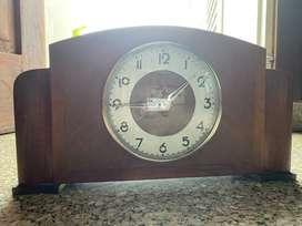 Vendo un reloj antiguo de madera