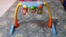 Gimnasio para bebe Playskool bien conservado