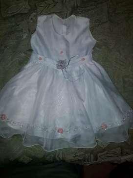 Vestido blanco elegante para bebé  talla 1 .usadito