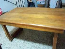 Mesa maciza de madera para comedor