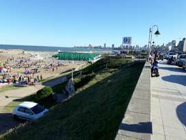 Deptos c/ cochera p/4/5 pers. A 150 mts playas.