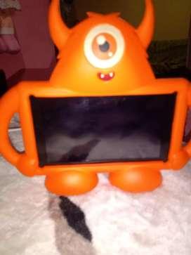Tablet Advance semi nueva
