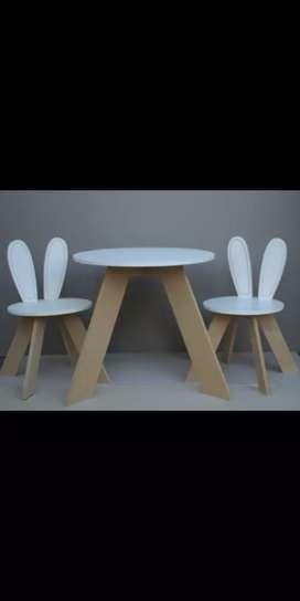 Combo de 2 sillitas + mesita para niños
