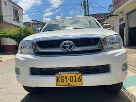 Toyota hilux 2.5 deasel en muy buenas condiciones mecánicas y de estética