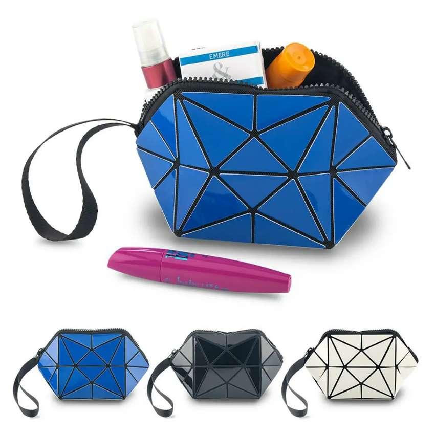 # Cosmetiquera Geometric Ref. Va-901