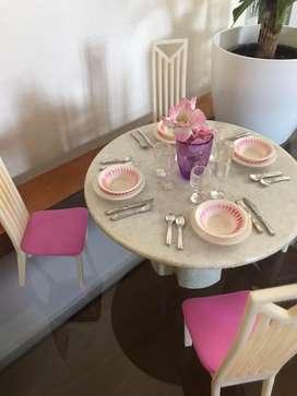 Comedor para Barbie. Mesa sillas y vajilla
