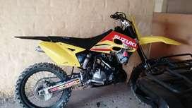 Vendo permuto Suzuki RM 250