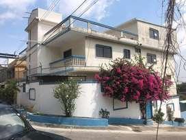 Casa Rentera de 5 Departamentos en Bellavista