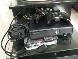 Vendo xbox 360 mas 3 controles