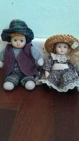 Antiguo Muñeco de Porcelana y Trapo . queda solo el Niño