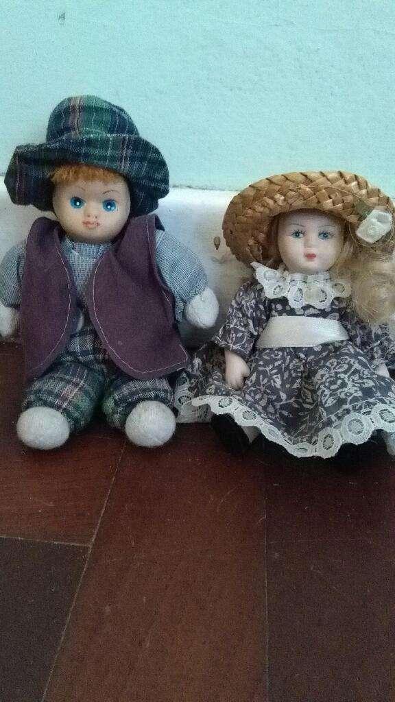 Antiguo Muñeco de Porcelana y Trapo . queda solo el Niño 0