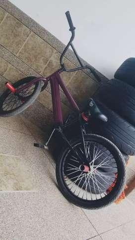 Reparo su bicicleta en casa
