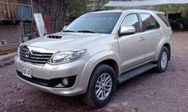 Ocasión vendó Toyota fortuner srv.