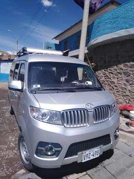 Amplio multiproposito de 8 asientos con motor 1500cc DOCH toyota corola, económico en consumo de combustible
