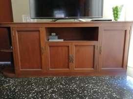 Consola de madera para sala de televisión