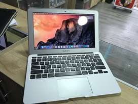 MACBOOK AIR 11.6 CORE i5 de 6ta gen detalle en la pantalla