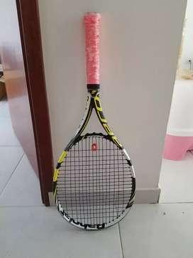 Raqueta Tenis marca BabolaT aeroproTeam
