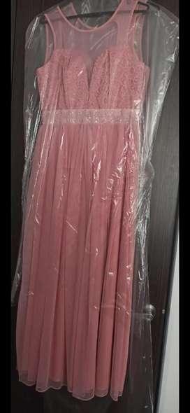 Se vende 4 hermosos vestidos...