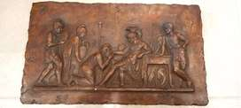 cuadro en laton figuras en alto relieve romanos