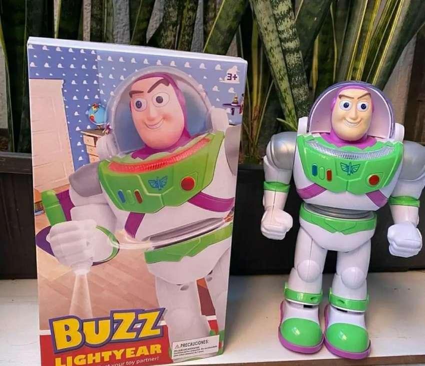 Hermoso Buzz Lightyear 0