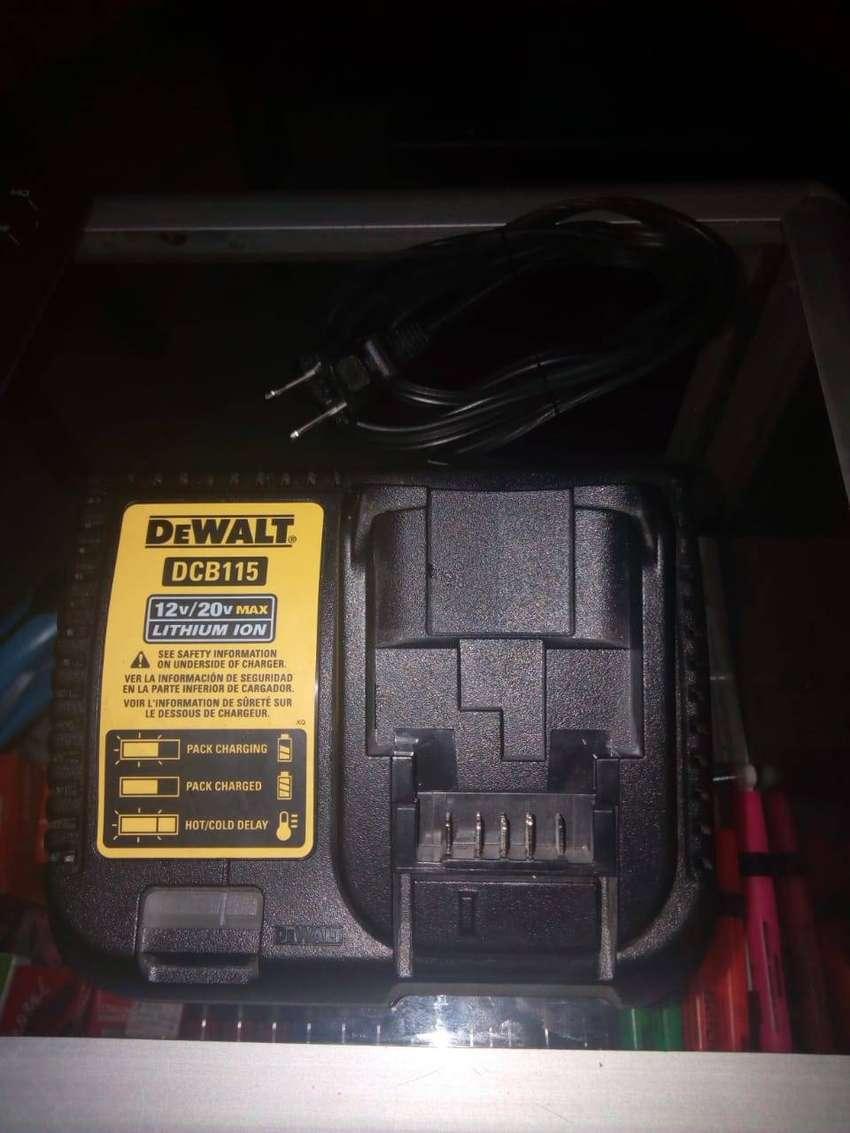 cargador de bateria DEWALT DCB115 de 12 a 20v 0