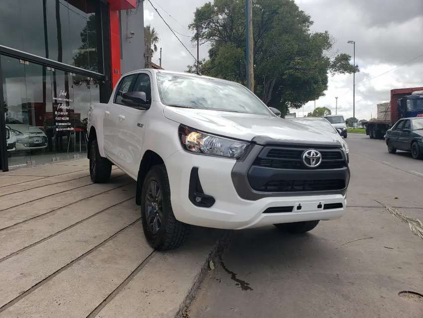 Toyota Hilux SR 4X4 M/T 2.8 204cv 2021 0 km