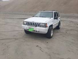 Jeep Grand Cherokee Laredo 4x4 full