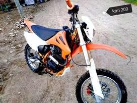 Vendo moto advance motor 200