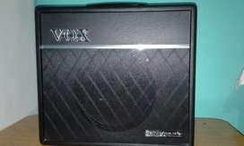 Liquido amplificador vox vt40+ con foot en caja
