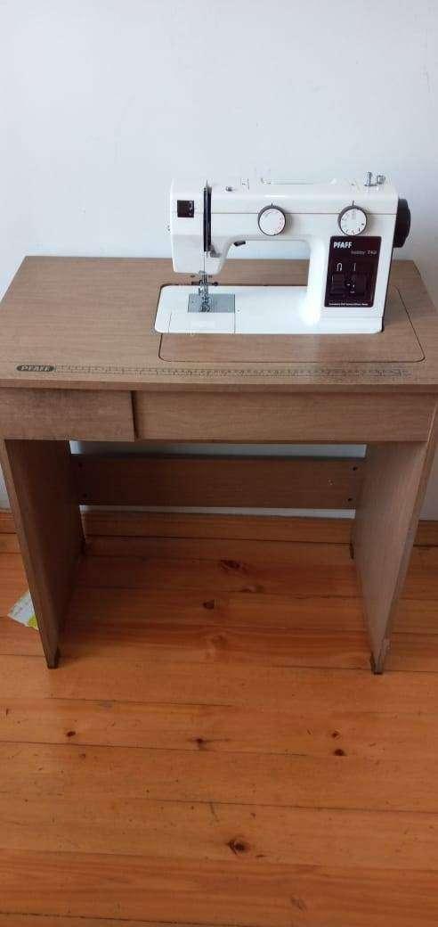 Maquina de coser PFAFF HOBBY 740 con mueble original