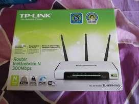 Vendo Router TP-LINK Inalámbrico N  de 300 Mbps  TL-WR941ND