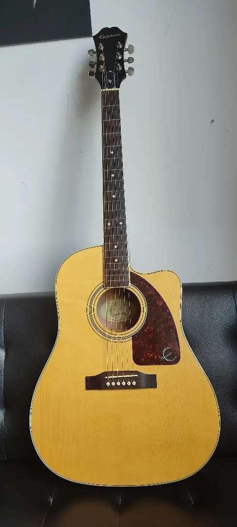Epiphone Aj-220sce/n. Guitarra electroacústica tipo folk.
