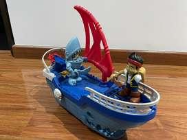 Barco pirata jake y tiburon